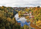 Bechyňský zámek se tyčí na skále přímo nad soutokem řek Lužnice a Smutné. Foto: V. Kratochvílová