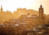 Nejkrásnější pohled na srdce Edinburghu shodinovou věží hotelu Balmoral ahradem se  vám naskytne zkopce Calton Hill. Foto: Adam Maršál