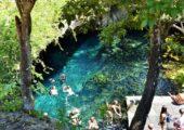 Swimming holes samozřejmě nemají  jen na severu, tohle je jedna mexická, evidentně navštěvovaná apatřičně  zcivilizovaná - ismístem na sezení aležení. Foto: Shutterstock