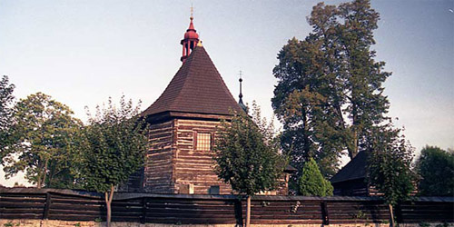 Veliny: Kostel, který připomíná srub